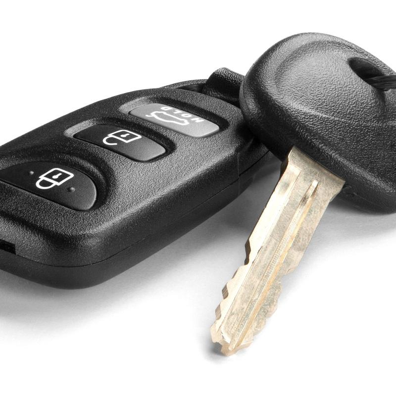 Llaves codificadas para coches: Servicios de Taller Mecánico Guijarro