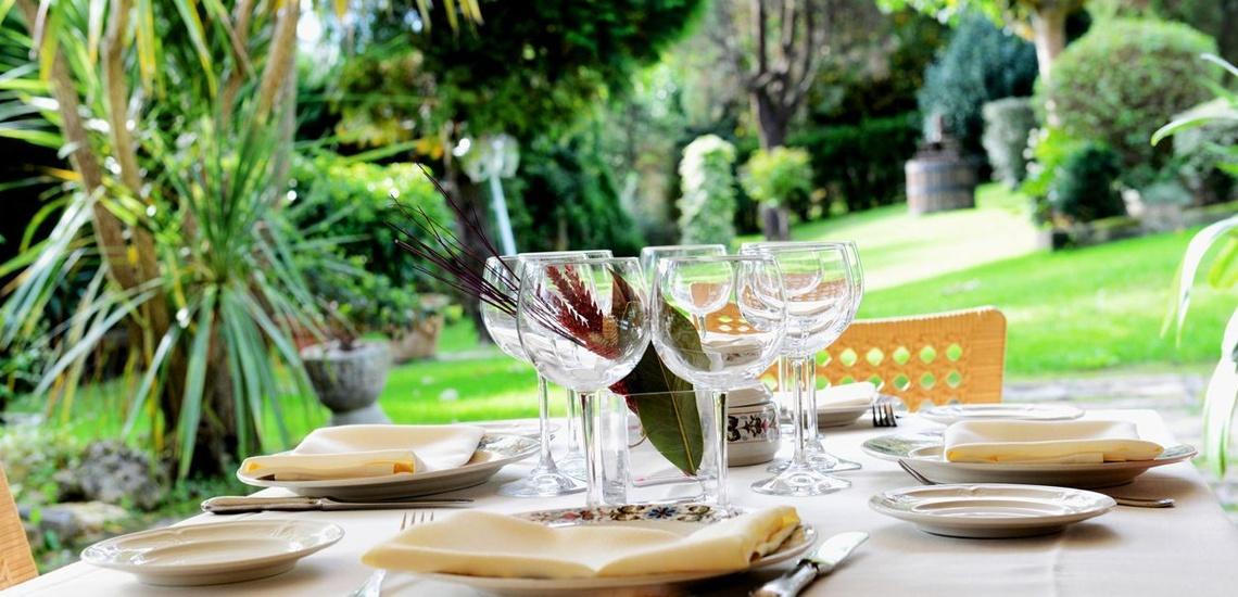 Restaurante con amplia terraza exterior para la celebración de eventos en Bizkaia