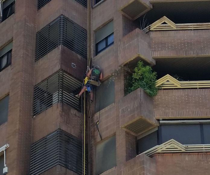 Limpieza en altura de fachada por incendio