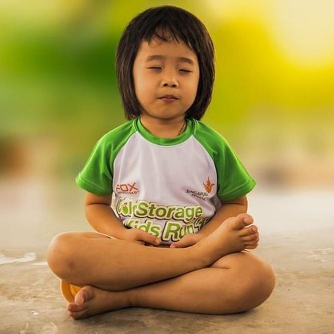 Los beneficios de practicar yoga para los niños