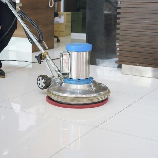 Mantenimiento y abrillantado de los suelos de mármol