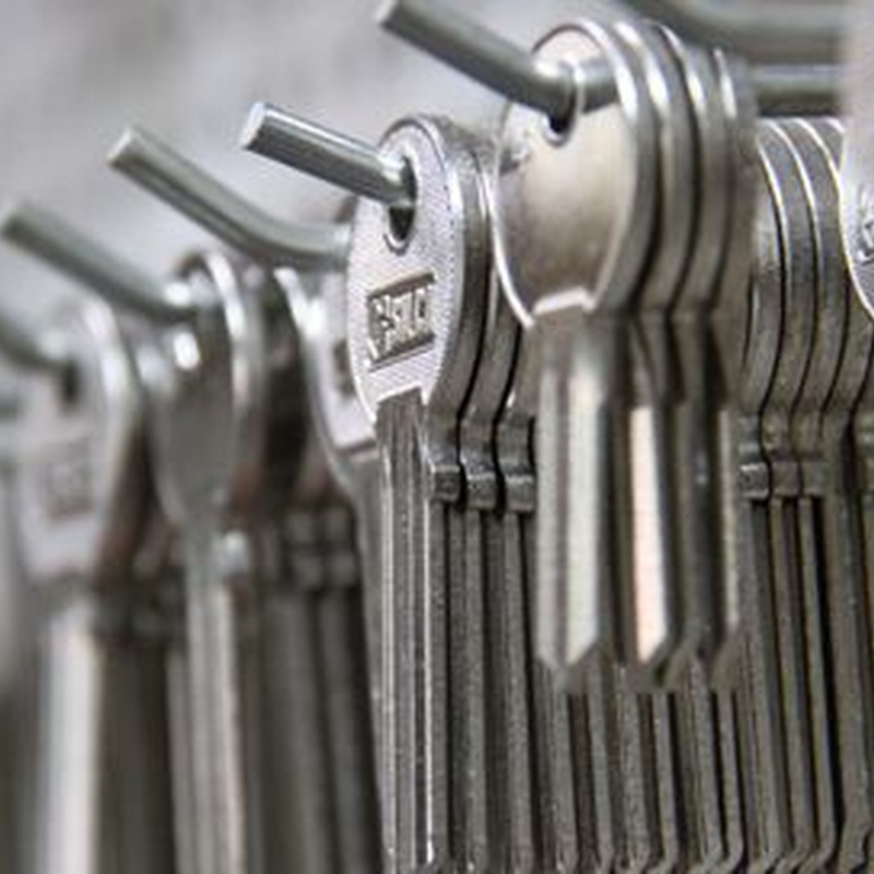 Copiado de llaves y telemandos de garaje: Servicios de Ferretería Ruano