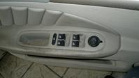 Limpieza de puerta de un Alfa Romeo