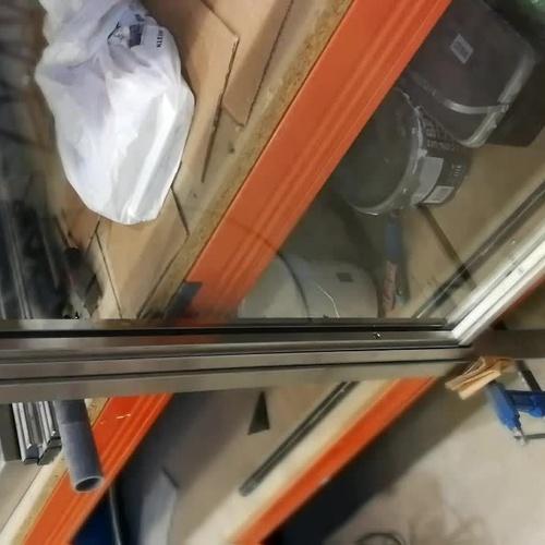 Sistema de ventana guillotina de acero inoxidable y vidrio