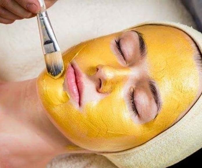 Tratamiento facial con oro: Productos y servicios de Namaste Depilación con Hilo
