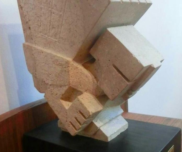 El peso de la hipoteca. piedra tallada.