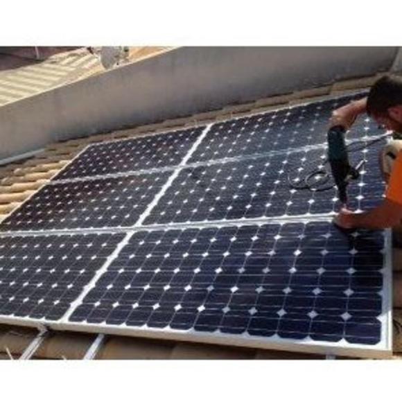 Venta e instalación de energía solar fotovoltaica: Productos y servicios de Energías Renovables HG