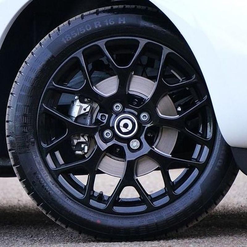 Cambio de neumáticos : ¿Qué hacemos? de Garaje Rípodas