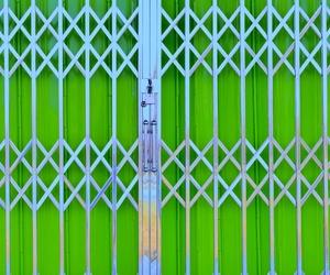Cierres de puertas metálicas para local comercial