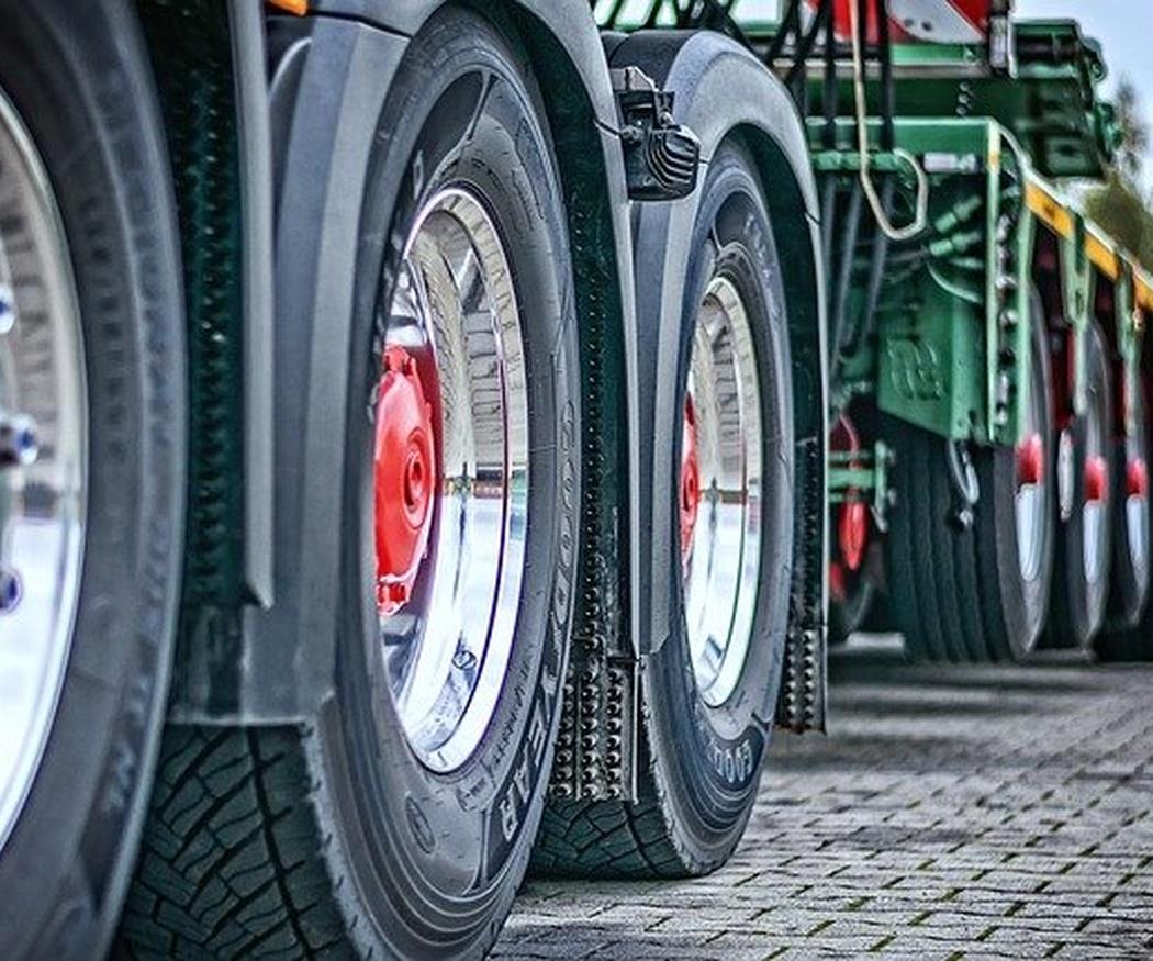 ¿Has pensado en contratar a profesionales para limpiar tu camión?