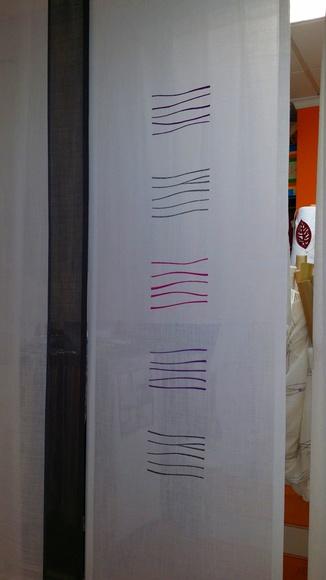 panel en tonos de grises y lilas