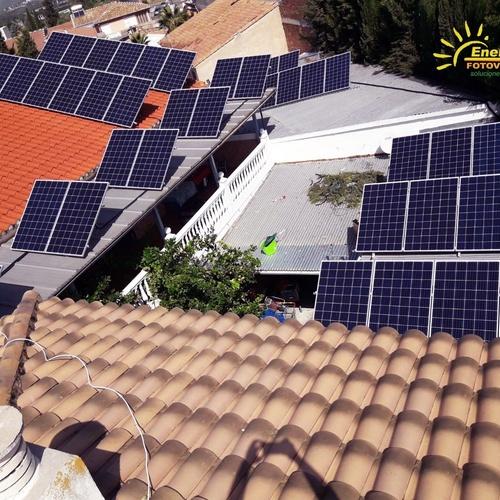 Aerotermia con placas fotovoltáicas  en Granada