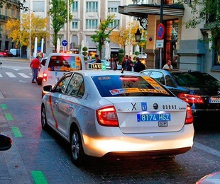 Matricula azul en los taxis como medida en contra de el intrusismo.