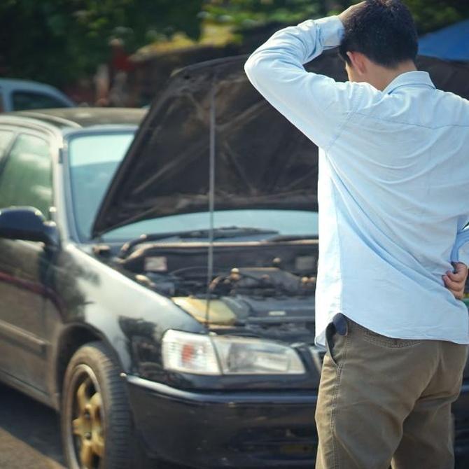 10 señales que te manda tu coche de que algo va mal