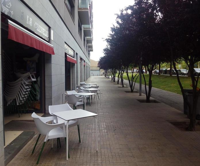 Terraza Restaurante con los árboles florecidos