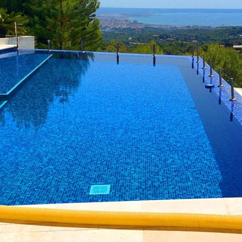 Aguas para piscinas: Servicios de Transportes Reynés