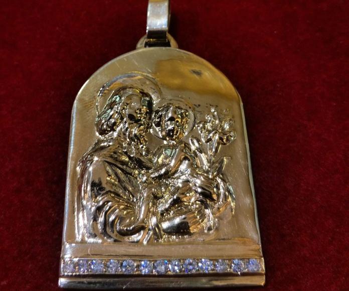 Medalla de oro con diamantes con San José y el Niño. Moderno.: Catálogo de Antigua Joyeros