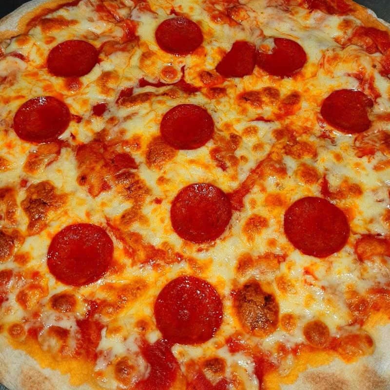 Pizza pepperoni: Nuestras Pizzas de Pizzería Las Tres B