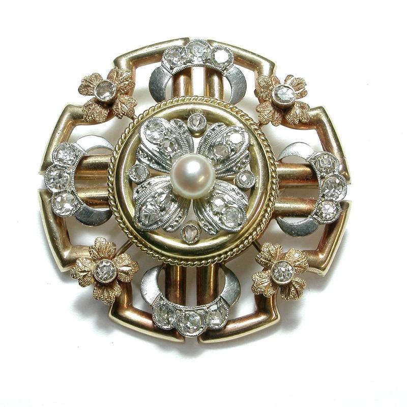 Broche de oro tricolor de 18k, diamantes y perla. 1890-1910.: Catálogo de Antigua Joyeros