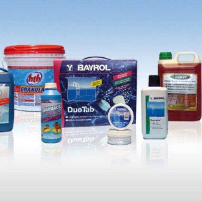Los productos químicos que necesitan las piscinas