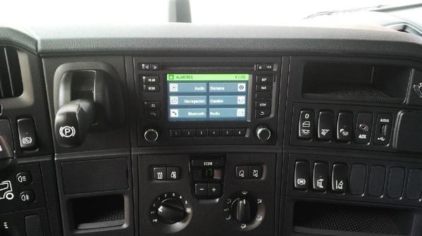 SCANIA R520 V8 TOPPLINE EURO6 STREAMLINE NUEVO XENON SAFETY PACK: Camiones de Autotruck Salamanca