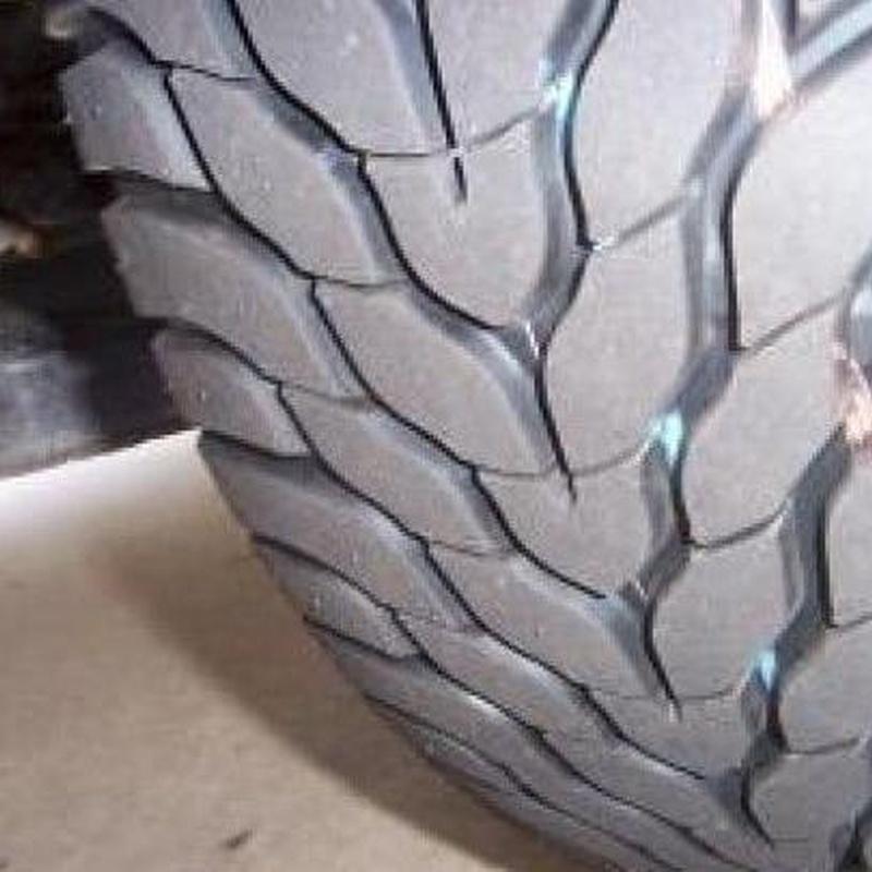 Neumáticos: Servicios  de Autoservicio El Moreno, S.L.