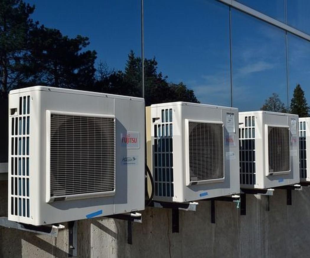 ¿Por qué hace ruido un aire acondicionado?
