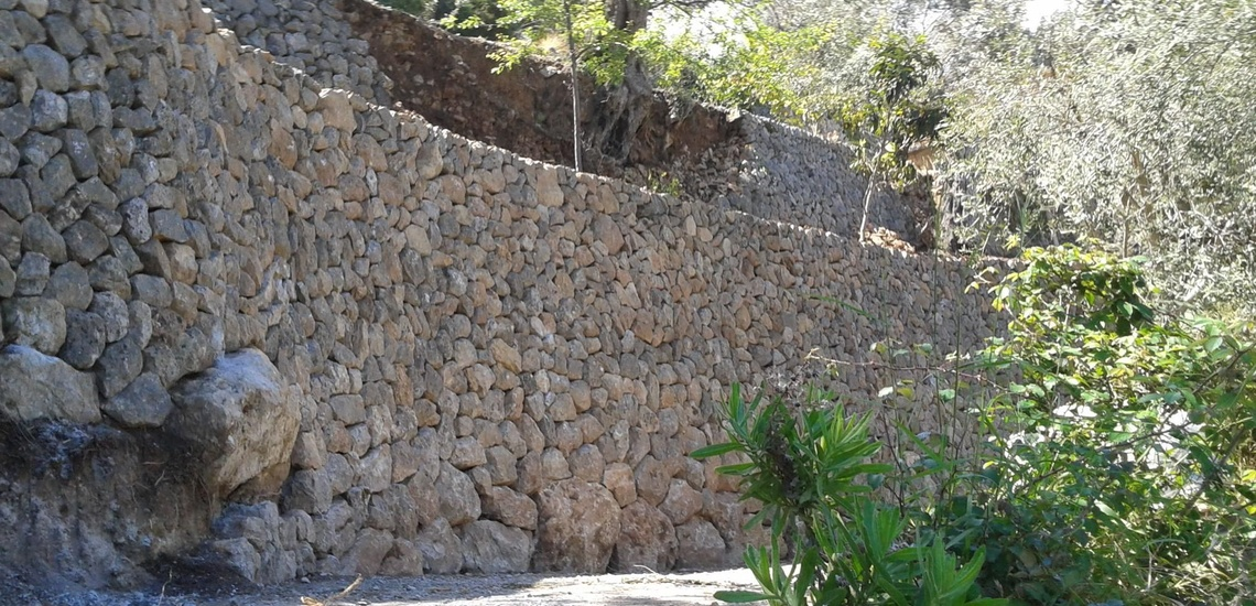 Cierres y muros de piedra natural en Mallorca