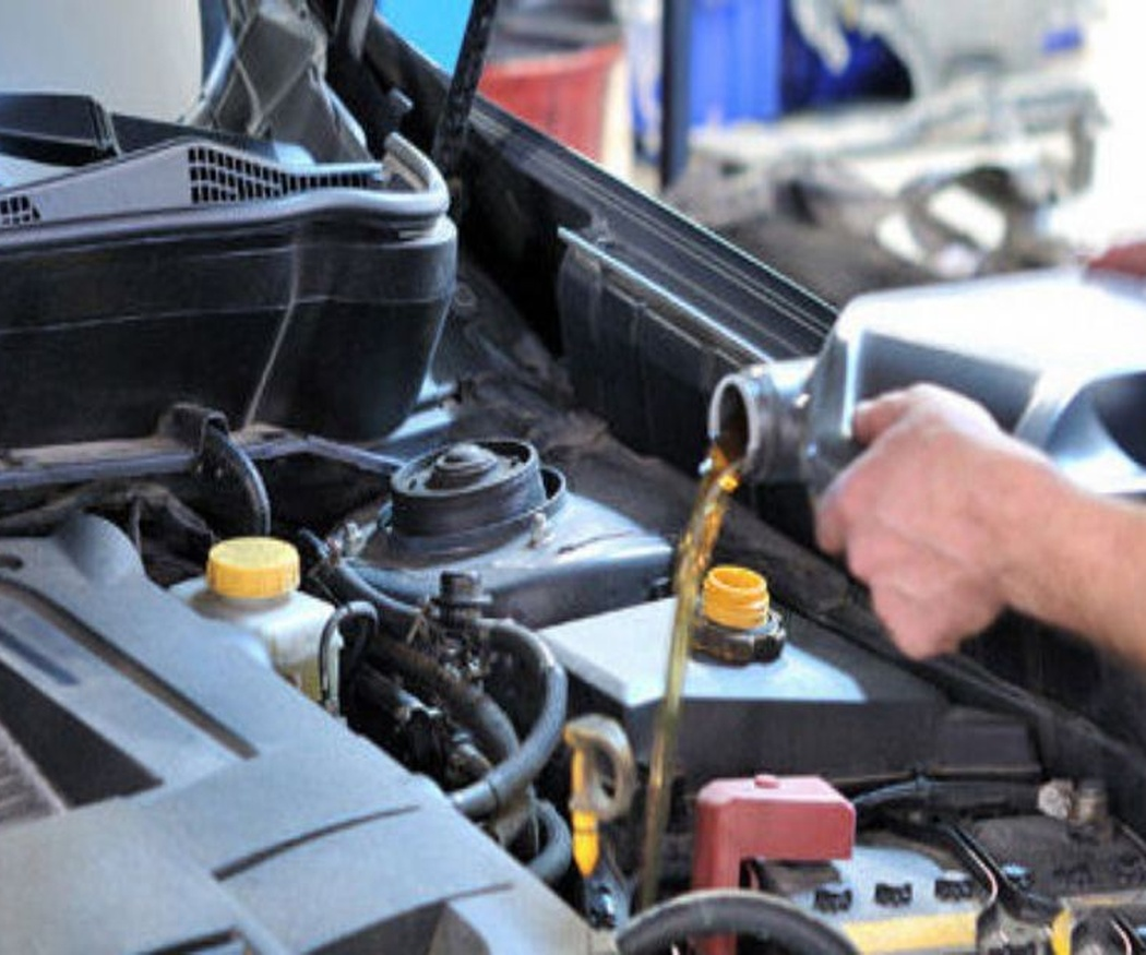¿Para qué sirve el aceite del coche?