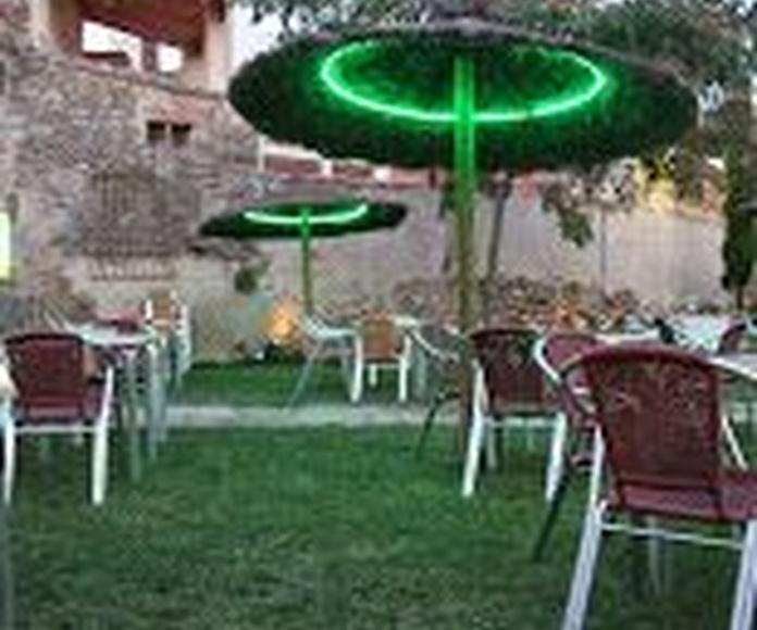 Hostal Rural Las Nogalas: Servicios de Restaurante Montanera-Hostal Las Nogalas
