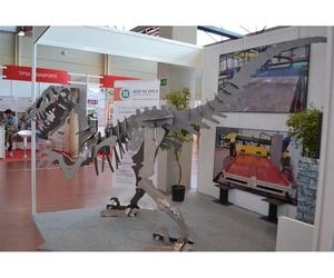 Dinosaurio hecho en acero