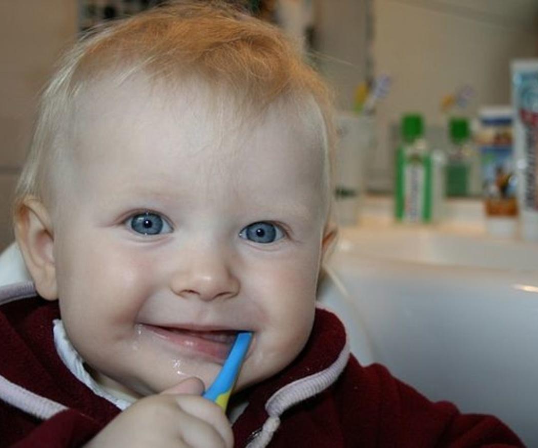 Consejos para el correcto lavado de dientes en los más pequeños