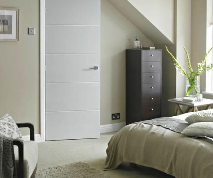 Puerta lacada en blanco 9005 / 4 rayas / mapi / 404
