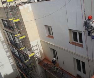 Durante la restauración fachada posterior P°. de gracia 47-49