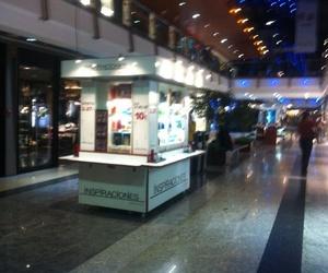 muebles y expositores para centros comerciales 3