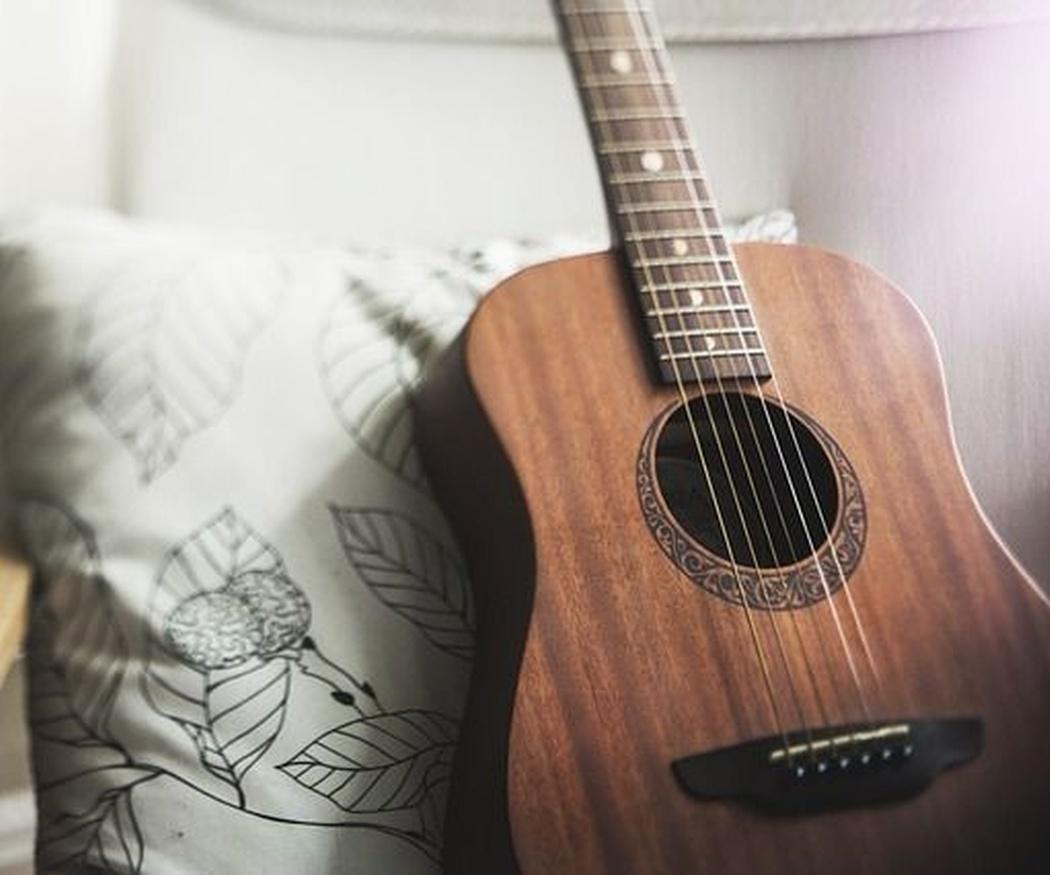 ¿Cómo puedes aprender a tocar la guitarra?