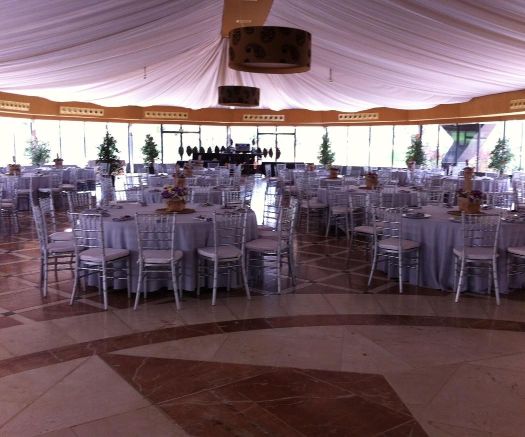 Cómo distribuir los espacios de una carpa el banquete de bodas
