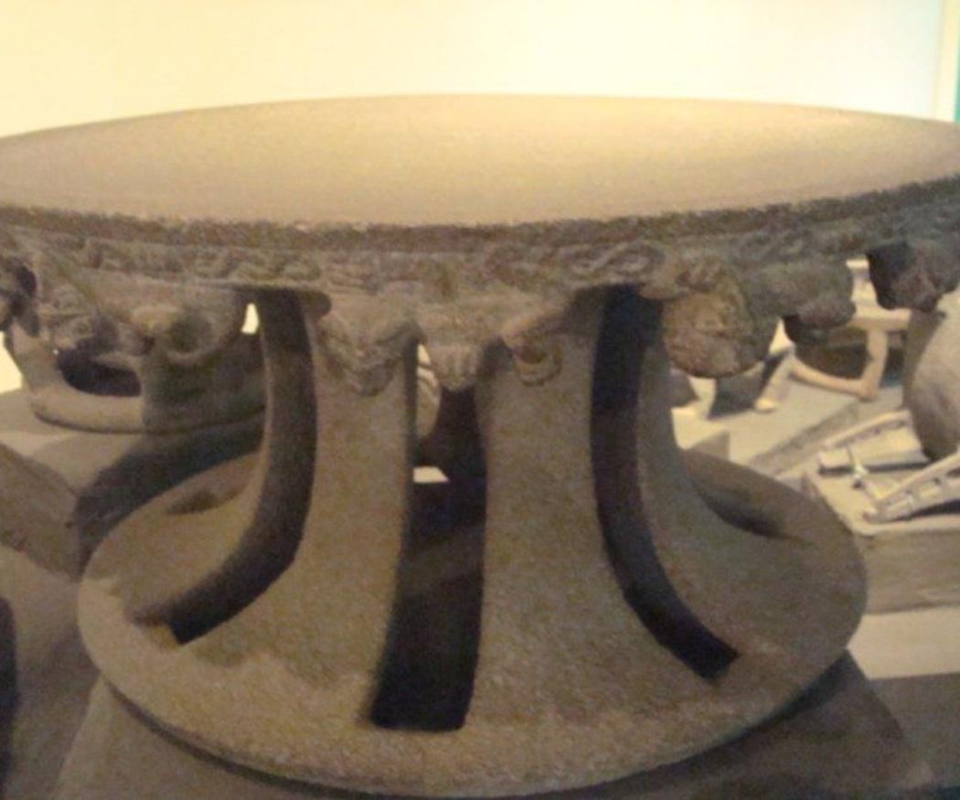 El origen cavernario de la mesa