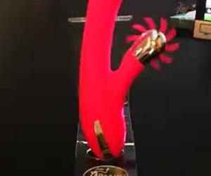 Vibrador accion dedo punto-G. estimulador rotador 10 lenguas 100% silicona medica que te harán sexo oral como jamas imaginaste, carga a puerto USB y batería de litio. La diversión no tiene tabúes ni fronteras.