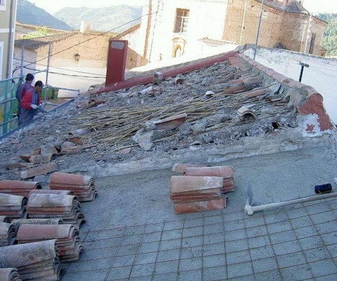 Rehabilitación de una cubierta de palos de madera y cañizo 001