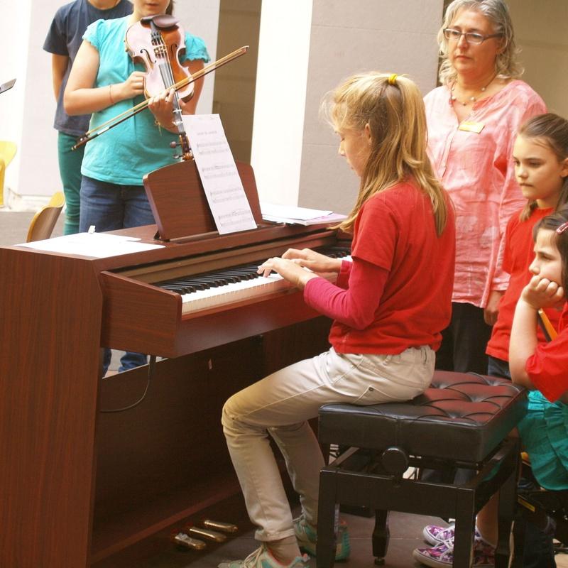 INSTRUMENTS: Escuela de música i Expresión  de  Can Canturri