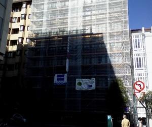 Andamio de la fachada de un hotel en el centro de Valladolid