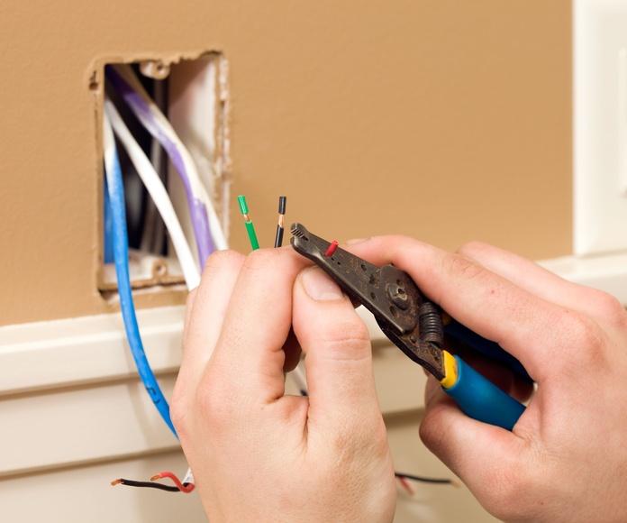 Viviendas: Instalaciones eléctricas de Instalaciones Eléctricas Sombra y Luz, S.L.