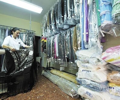 Guarda tus prendas de temporada Limpias. Tintorería Urquiza en Sevilla