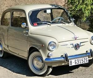 Exposición de automóviles antiguos en Madrid