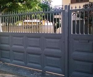 Puertas metálicas de entrada a garajes