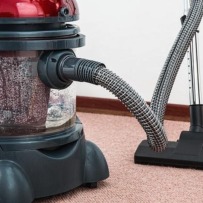 Cómo limpiar un sofá tapizado