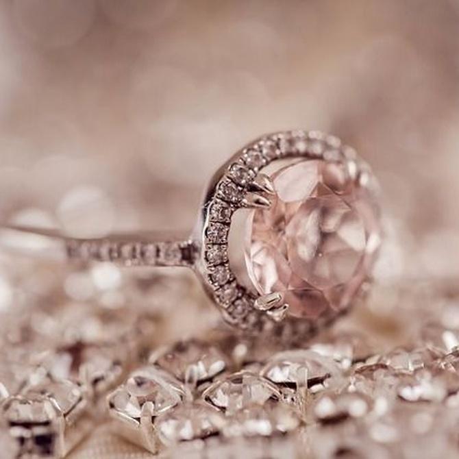 ¿Por qué los anillos de compromiso llevan un diamante?