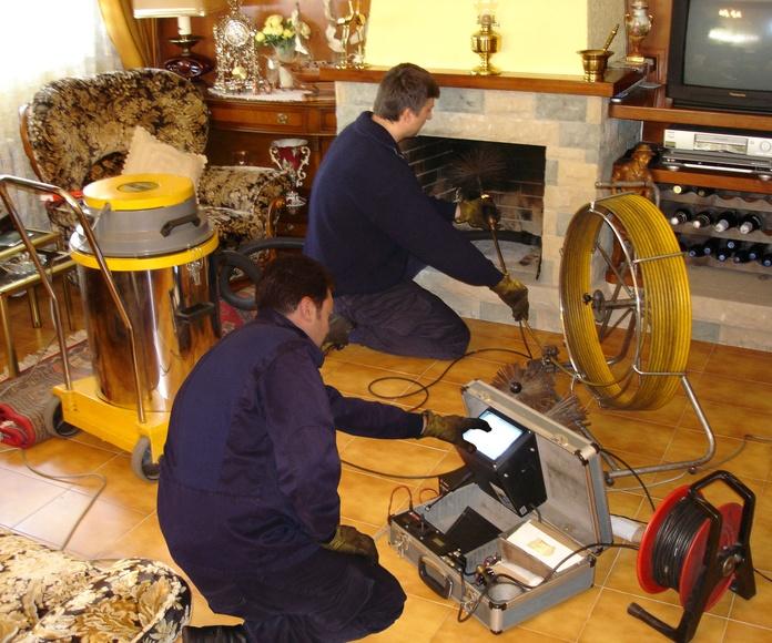 Limpieza y revisión chimenea doméstica, de abajo hacia arriba.
