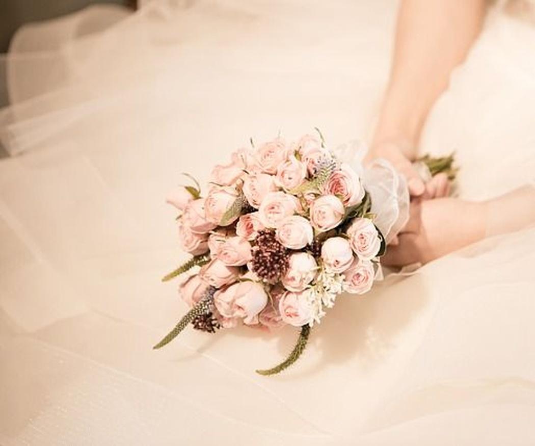 ¿Conoces los diferentes tonos de blanco en los trajes de novia?